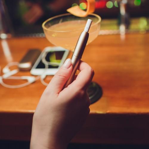 喫煙者・飲酒者は月にどれくらい税金納めているのか