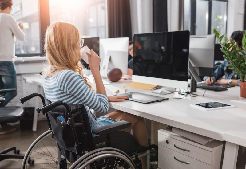 働きながら障害年金をもらうことはできる?障害年金の対象者や手続き方法も解説!