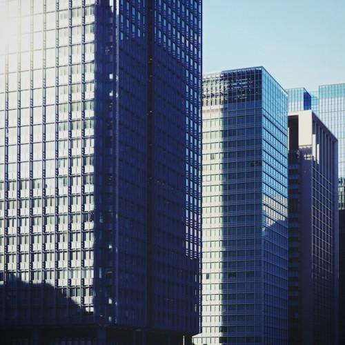 世界の大卒初任給は日本とどのくらい違う?日本の賃金の推移から見る生き残り戦略